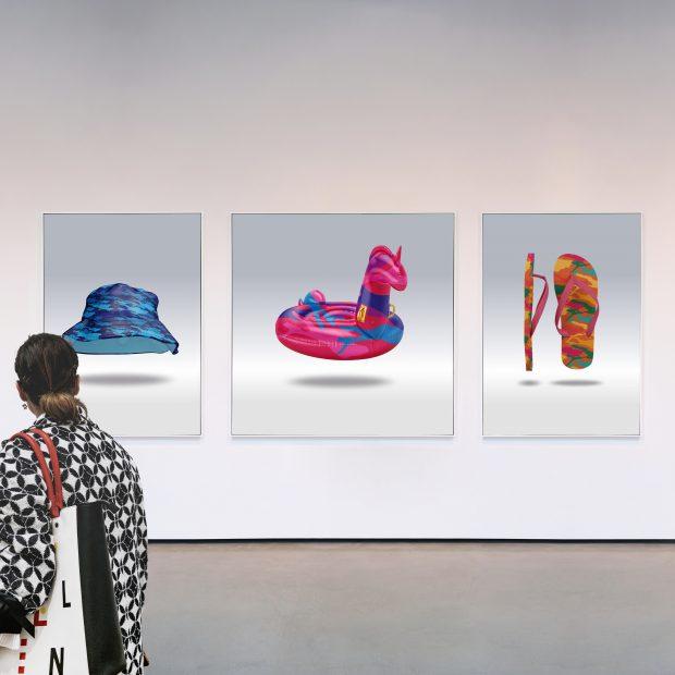 »TOURIST22« (Triptychon), 2021, Fotografie unter Acryl, 150x350cm