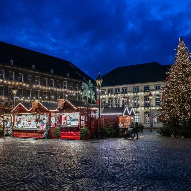 Weihnachtsmarkt 18:15 Uhr, Düsseldorf